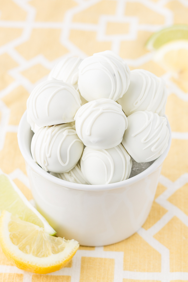 Lemon-Lime Oreo Truffles // bakingyum.com