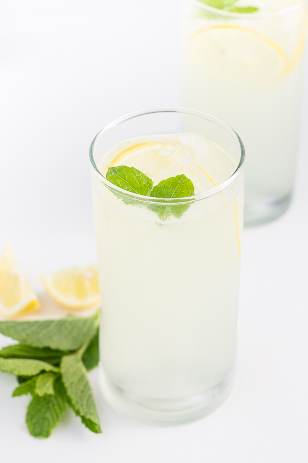Easy Mint Lemonade // bakingyum.com