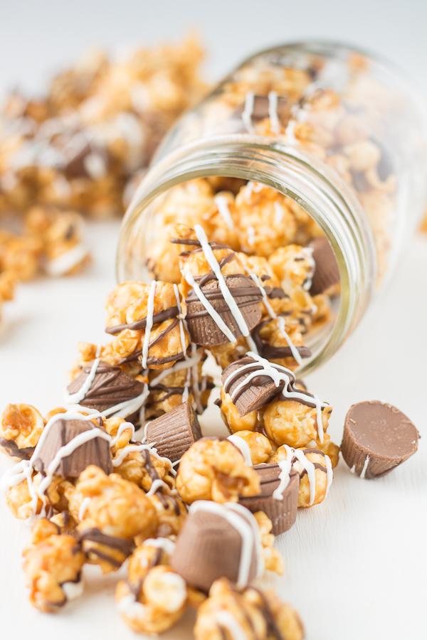 Peanut Butter Cup Caramel Popcorn // bakingyum.com