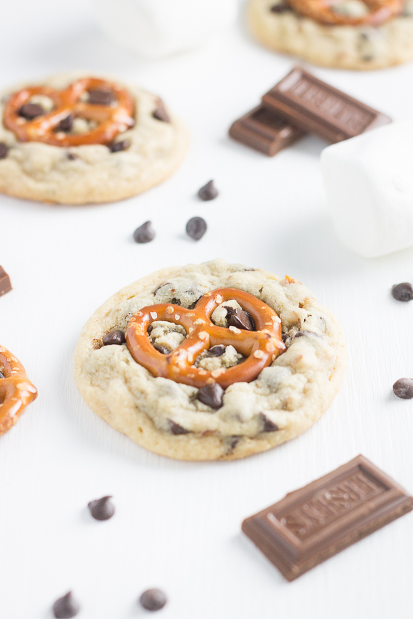 Salted Caramel Pretzel Cookie S'mores (S'mookies) // bakingyum.com