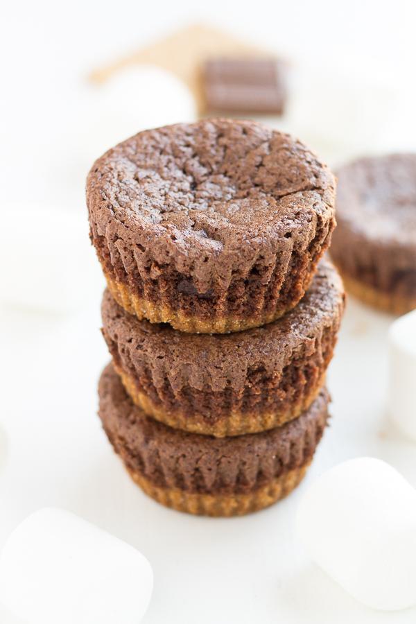 S'mores Brownies // bakingyum.com