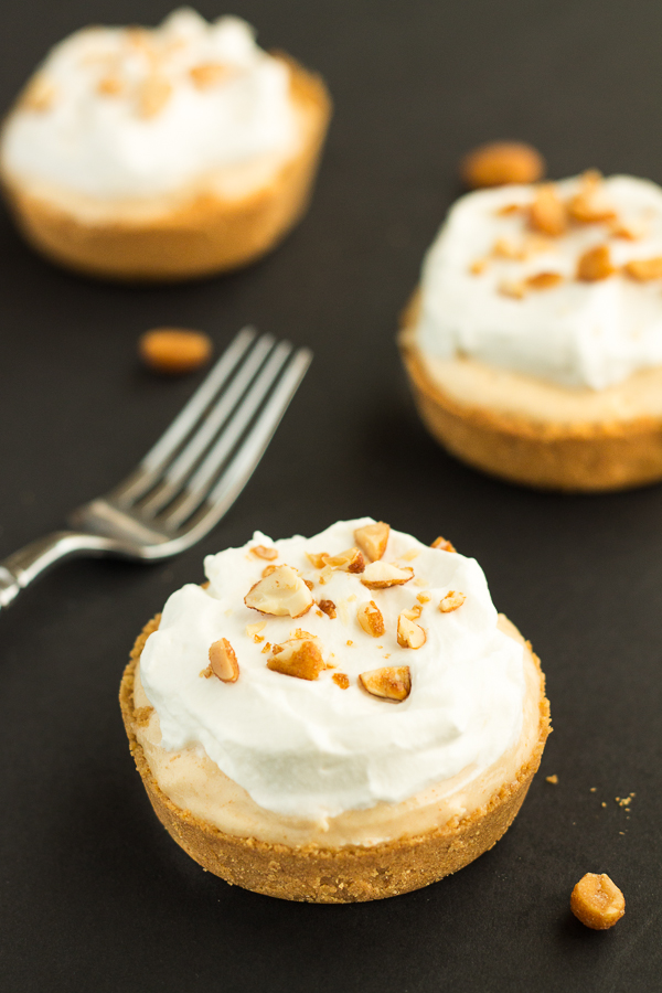 Honey Roasted Peanut Butter Mini Pies // bakingyum.com