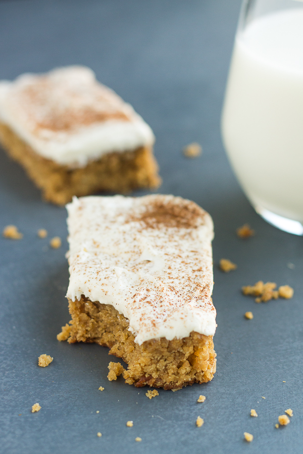 Oatmeal Creme Pie Bars for Two // bakingyum.com