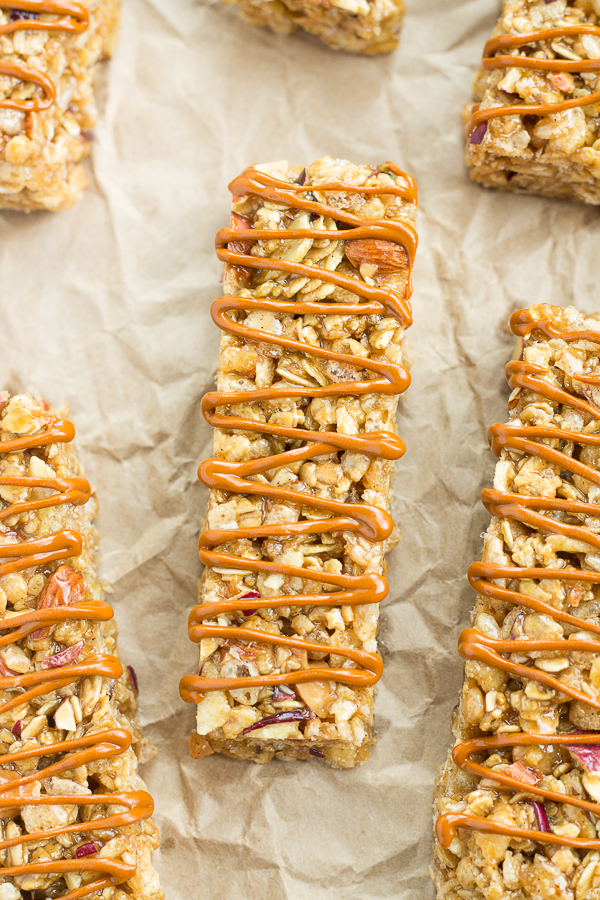 Apple Spice Granola Bars // bakingyum.com