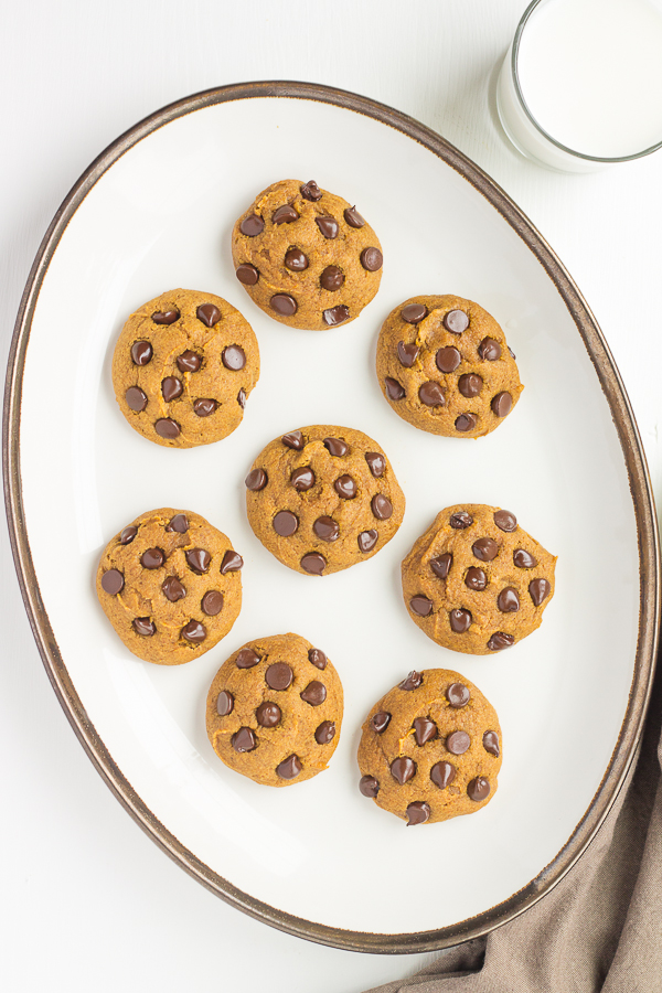 Whole Wheat Pumpkin Chocolate Chip Cookies // bakingyum.com